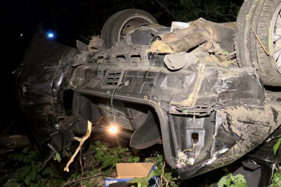 Der schwer beschädigte Wagen.