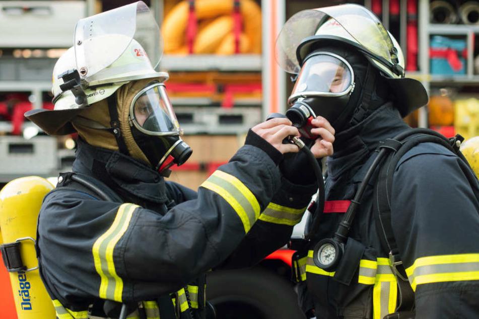 Die Rettungskräfte entdeckten die Toten bei den Löscharbeiten. (Symbolbild)