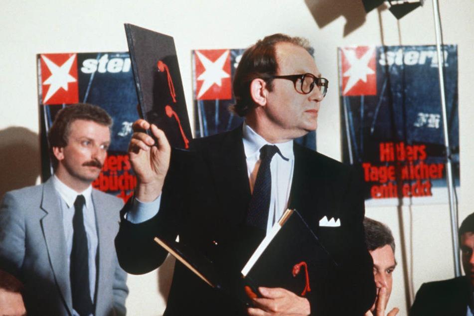 """""""Stern""""-Reporter Gerd Heidemann präsentiert auf einer Pressekonferenz 1983 die angeblichen Hitler-Tagebücher."""