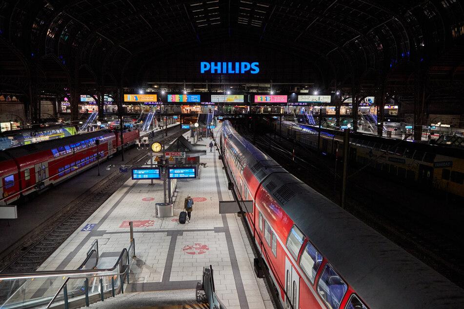 Hamburger Hauptbahnhof wegen Schneefalls gesperrt, ÖPNV eingeschränkt