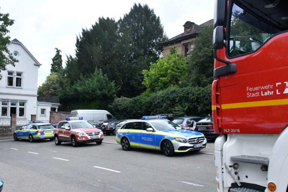 Rettungskräfte der Feuerwehr und Polizei im Einsatz.
