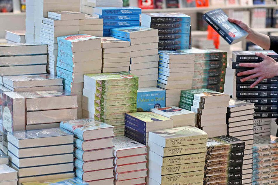 Keine Lust mehr auf  Schmökern? In Deutschland kaufen und lesen immer weniger Menschen Bücher.