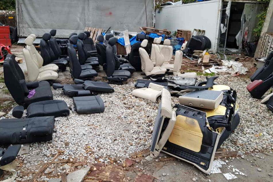 Mitgliedern eines libanesischstämmigen Clans wird vorgeworfen, Teile von gestohlenen millionenschweren Luxusautos verkauft zu haben.