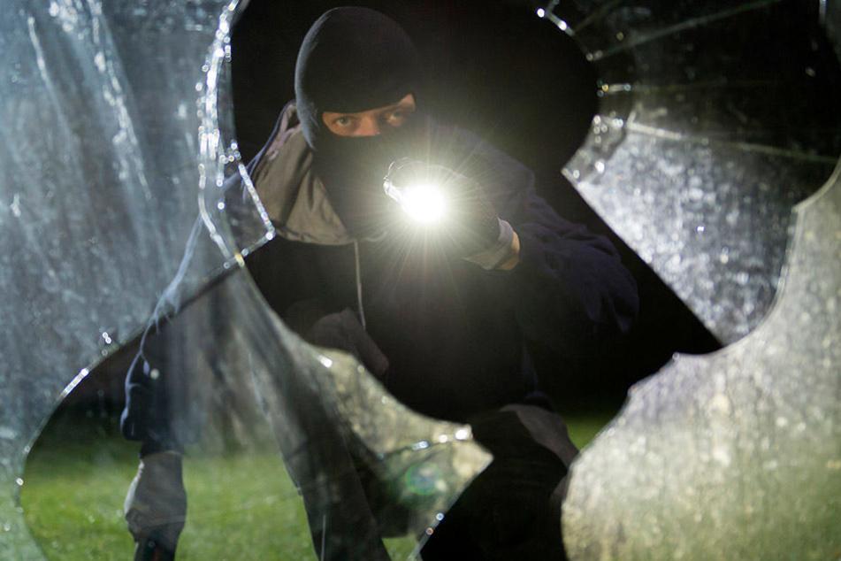Unbekannte brachen im Leipziger Raum in mehrere Wohnungen und Häuser ein. (Symbolbild)