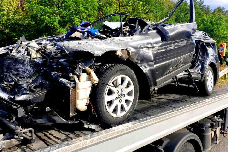 Heftiger Unfall auf A2: VW kracht ungebremst in Laster