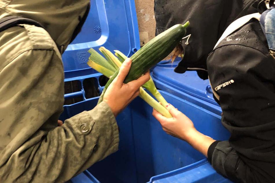 Das Gericht in München hat entschieden: Wer Lebensmittel aus dem Müllcontainer nimmt, klaut. (Archivbild)
