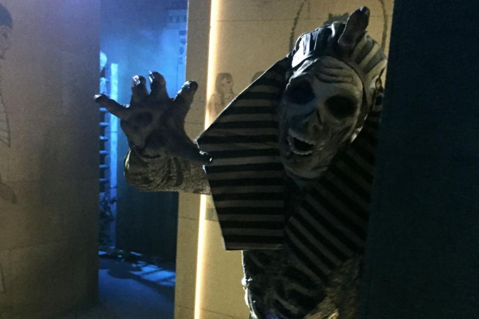 Vorsicht, Mumie! In der neuen Grabkammer unter der Pyramide wird den Besuchern so mancher Schrecken eingejagt.