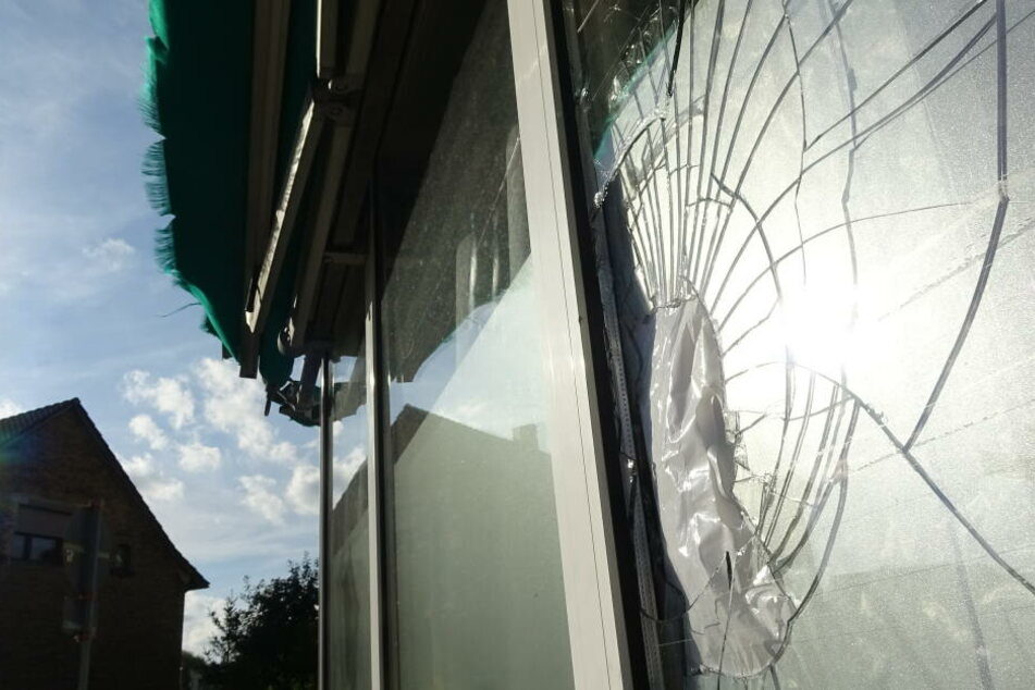 Stein-Attacke auf muslimische Einrichtung, Polizei sucht Zeugen