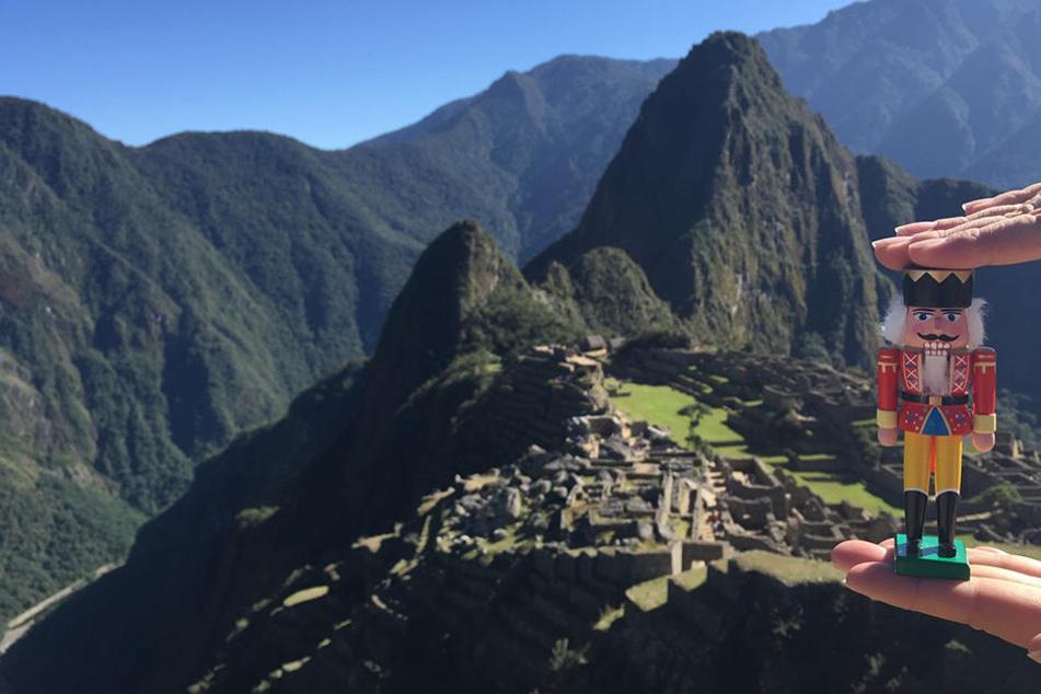 In Peru musste der Nussknacker  hoch hinaus, um die sagenumwobene Ruinenstadt Machu Picchu zu besuchen. Der  hölzerne Geselle hat trotz seines jungen Alters schon mehr von der Welt gesehen  als manch einer von uns.