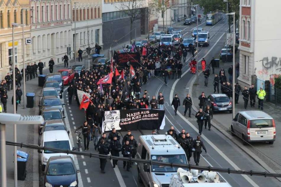"""Etwa 300 Menschen zogen am Sonntag unter dem Motto """"Gegen Neonazi-Strukturen im Leipziger Osten"""" durch die Stadtteile Volkmarsdorf und Neustadt-Neuschönefeld."""