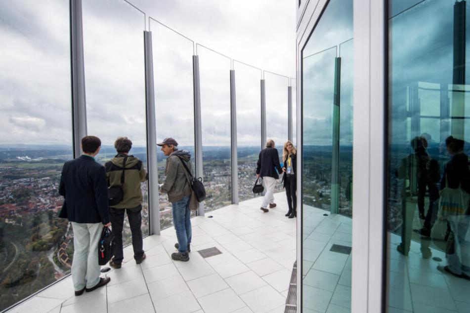 Die Besucherplattform auf dem Turm ist mit einer Höhe von 232 Metern die höchste Deutschlands.