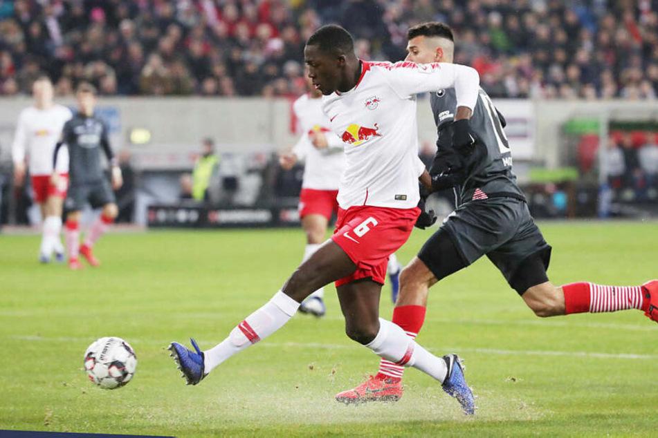 Überraschend offensiv war Innenverteidiger Ibrahima Konaté vor dem 2:0 unterwegs, erzielte in Stürmermanier sein erstes Ligator in dieser Saison.