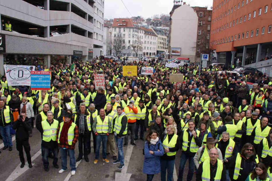 Diesel-Fahrverbot belastet Regierung: Nach Gelbwesten-Demos protestieren nun auch Politiker