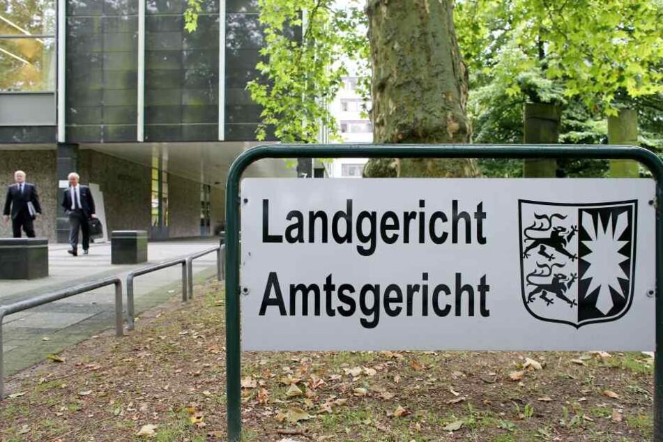 Der Eingang von Landgericht und Amtsgericht Lübeck. Hier ist die Staatsanwaltschaft tätig, die auch für die Stadt Bad Oldesloe zuständig ist.