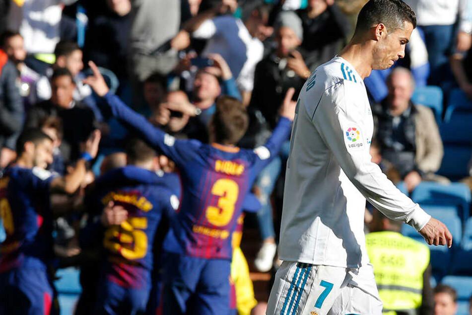Barca jubelt im Santiago Bernabeu Stadion in Madrid.