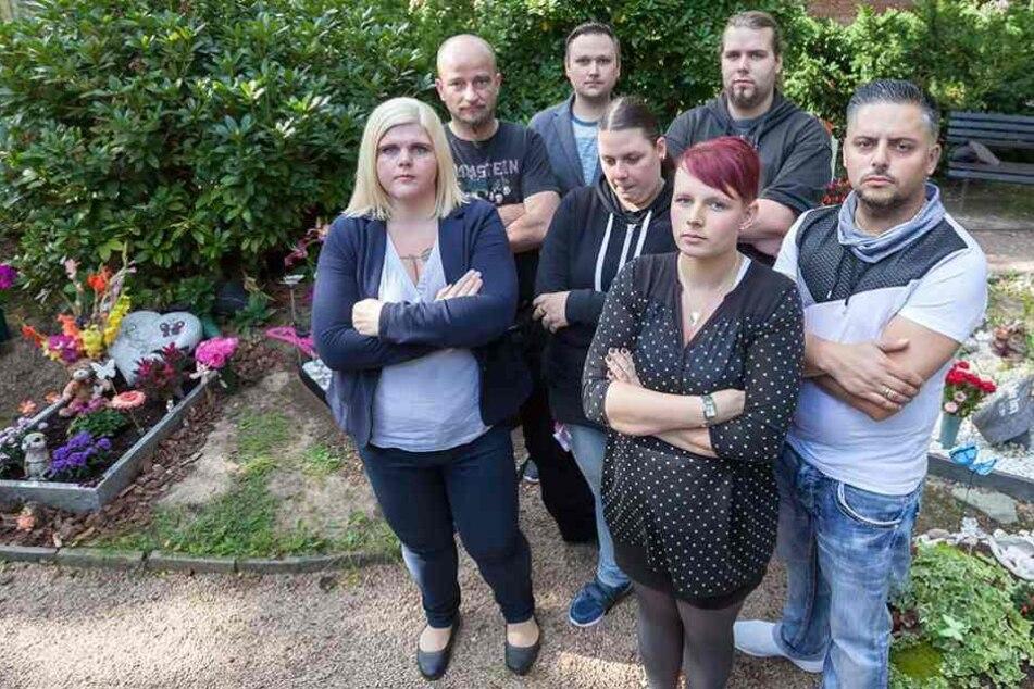 Wütende Eltern an den Gräbern ihrer Kinder. Skrupellose Diebe klauen dort alles, was nicht niet- und nagelfest ist.