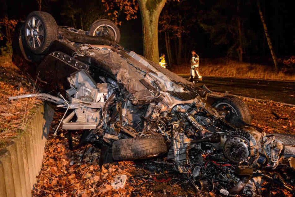 Horror-Unfall: Mann prallt gegen Baum und stirbt