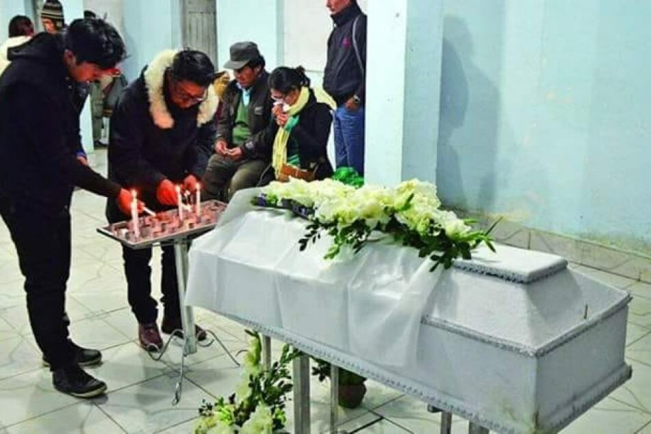 Eltern unter Schock: Als sie die Beerdigung ihres Sohns feiern, taucht dieser plötzlich auf