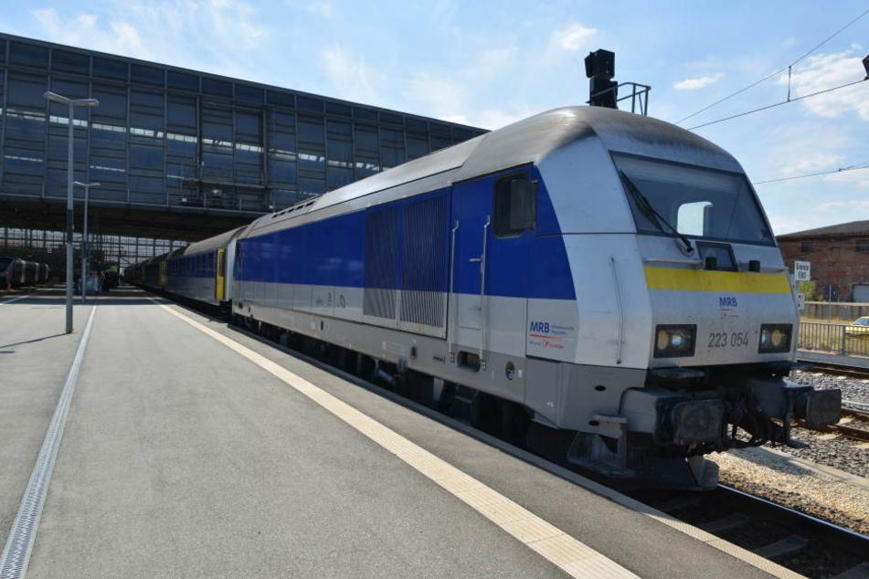 Zwischen Leipzig und Chemnitz müssen Zugfahrer auf Schienenersatz-Buss umsteigen. (Symbolbild)