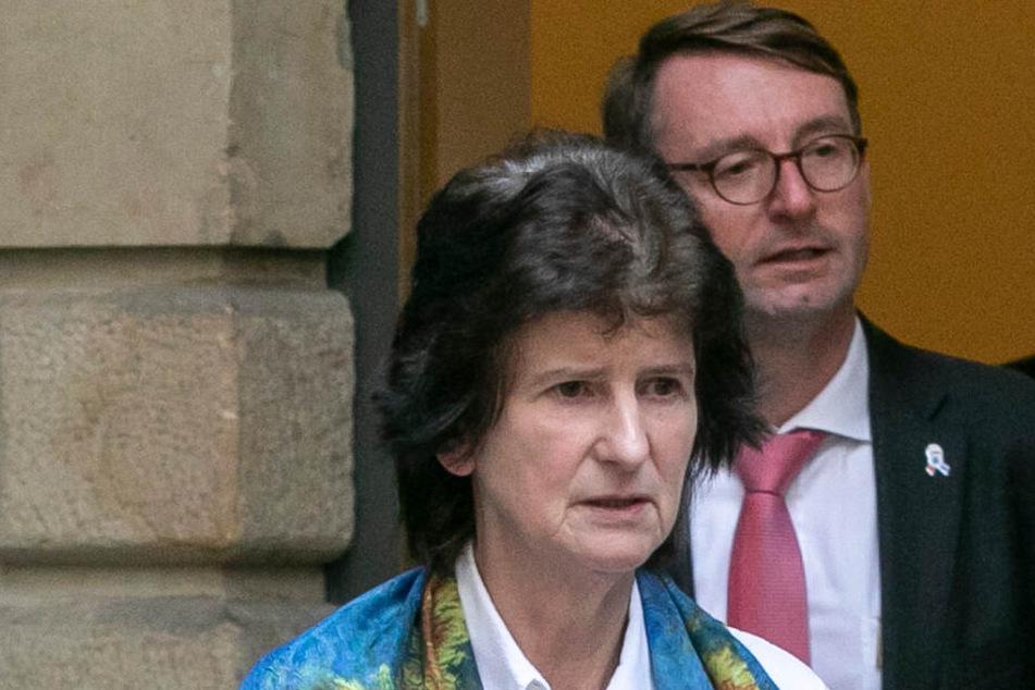 Kunstministerin Eva-Maria Stange (62, SPD) und Innenminister Roland Wöller (49, CDU - dahinter) machten sich ebenfalls ein Bild am Ort des Verbrechens.
