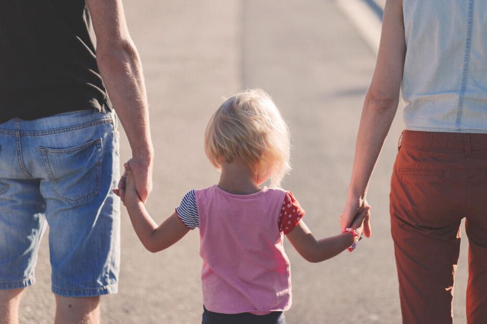 Egal, ob Auslandsaufenthalt oder der Führerschein. Frühzeitiges sparen kann Euren Kindern in verschiedenen Lebensabschnitten unterstützen.