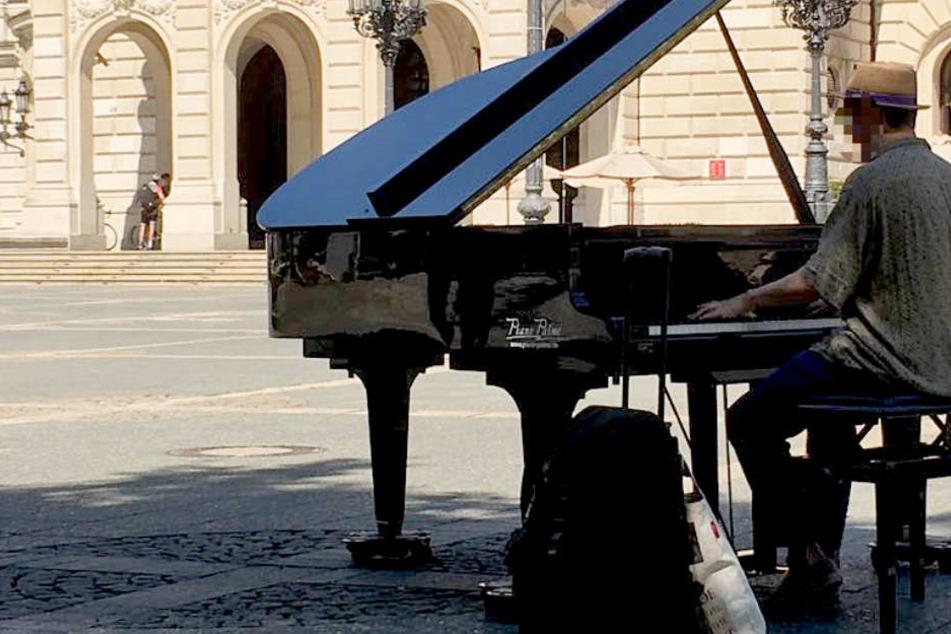 Bis einschließlich Sonntag kann auf dem Opernplatz Klavier gespielt werden.