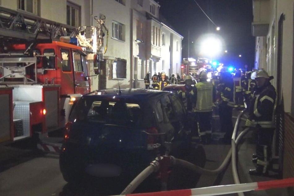 Schwerer Brand: Feuerwehr findet Bewohnerin (30) tot auf