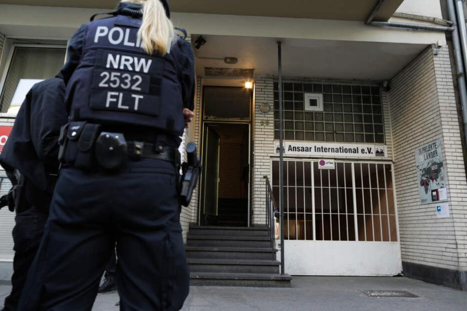Die Polizei durchsucht am Mittwoch etwa 90 Objekte in ganz Deutschland.