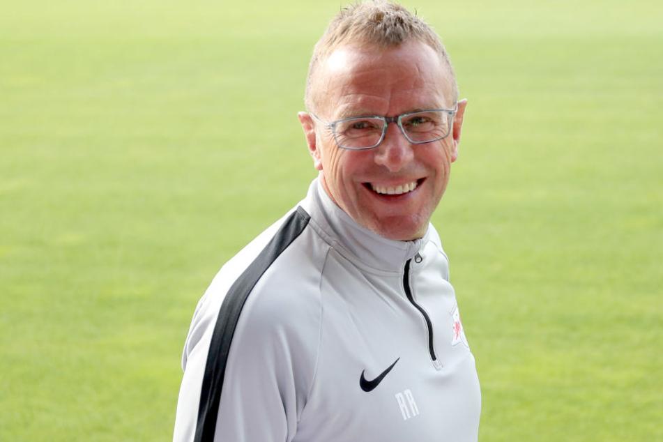 Er kannte das Trikotdesign schon länger: Trainer und Sportdirektor in Personalunion, Ralf Rangnick (60).