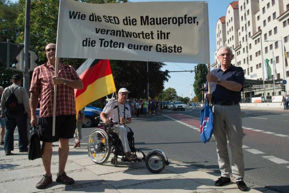 Die eigentlichen Proteste gegen Angela Merkel hatte kaum jemand mitbekommen, aber die Nachwehen beschäftigen mal wieder tagelang ganz Deutschland.