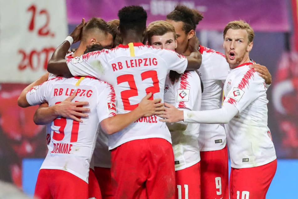 Rot-weiße Jubeltraube: RB Leipzig feierte gegen den VfB Stuttgart den zweiten Saisonsieg.