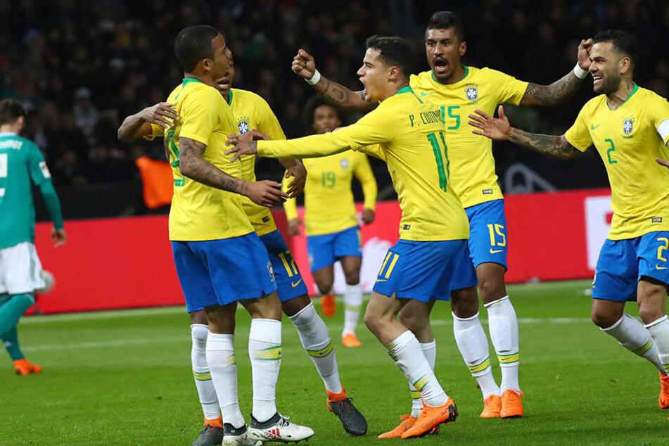 Jubel bei der brasilianischen Auswahl über den Führungstreffer.