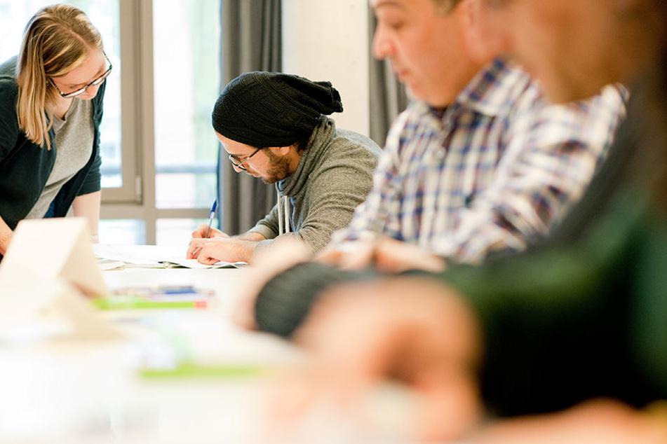 In Potsdam läuft ein Kurs schon seit April 2017, in dem Flüchtlinge als Lehrer ausgebildet werden.