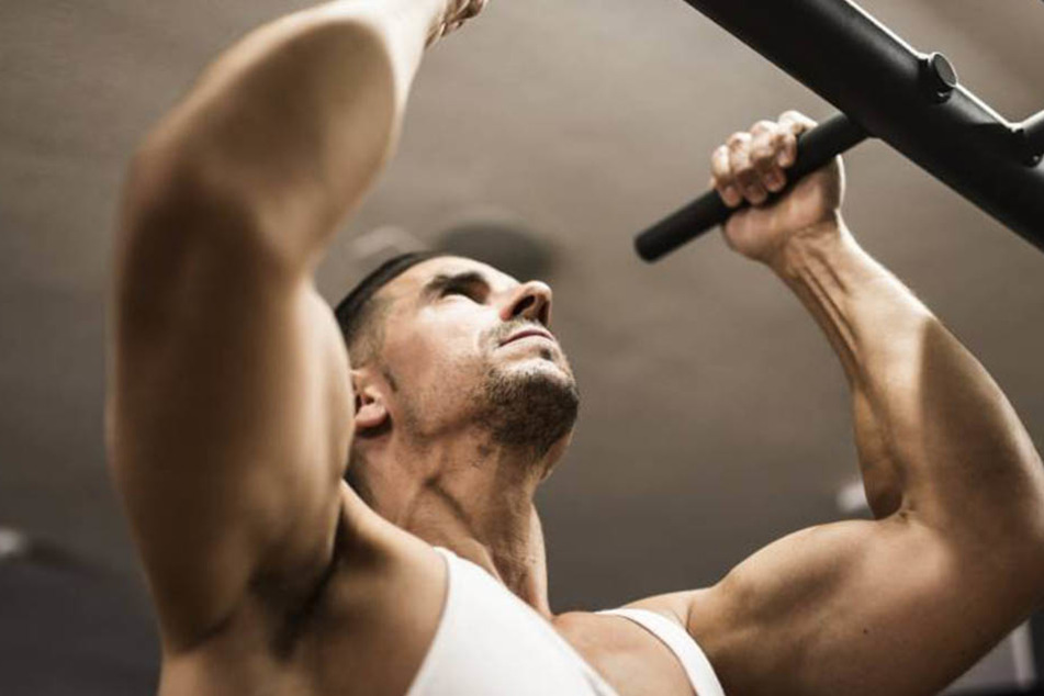 """In einem Schweizer Fitnessstudio dürfen """"Asylanten"""" nur bis 18 Uhr trainieren."""