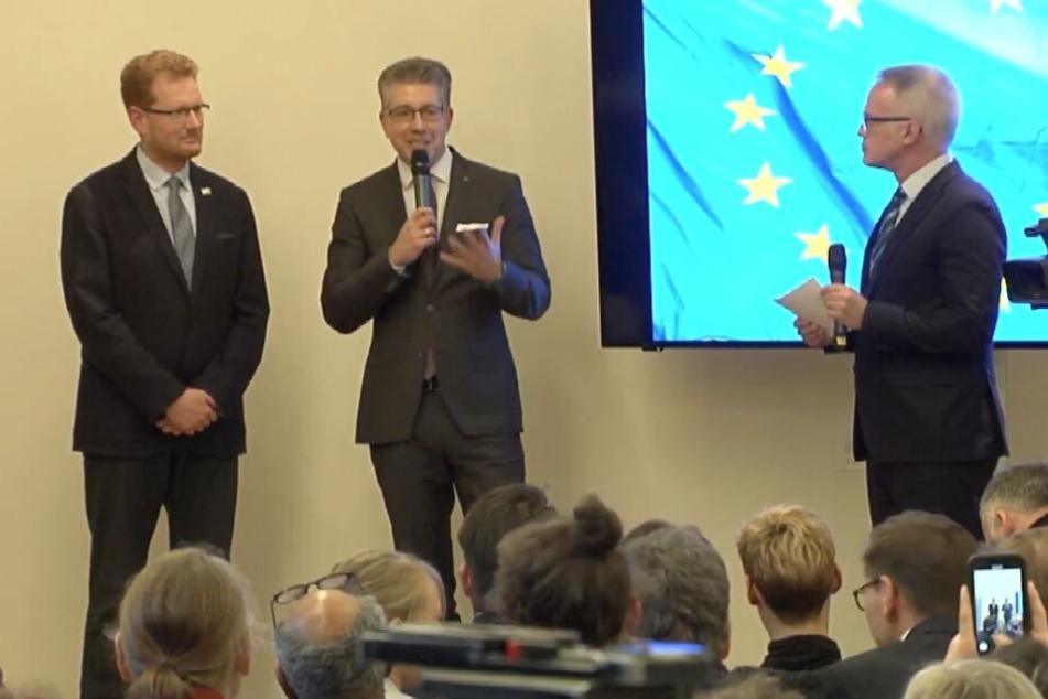 Bürgermeister Ralph Burghart und Ferenc Csák bei der Verkündung.