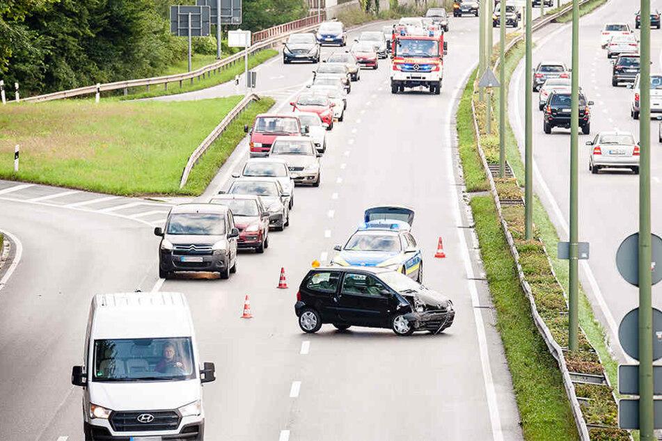 Verkehrsbehinderungen waren die Folge des Auffahrunfalls.