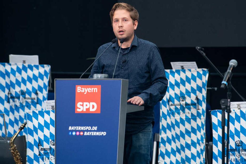 Kevin Kühnert (SPD), Bundesvorsitzender der Jusos, bei seiner Rede beim Politischen Frühschoppen Gillamoos.