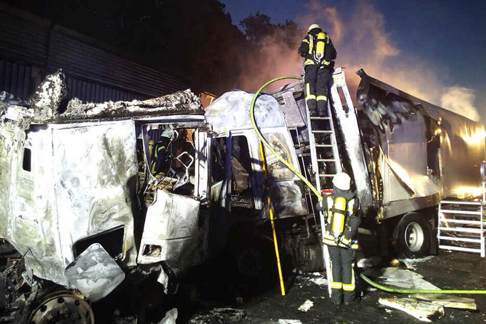 Die Feuerwehr hatte alle Hände voll zu tun. Mehrere Menschen wurden bei den Unfällen in Niedersachsen verletzt.