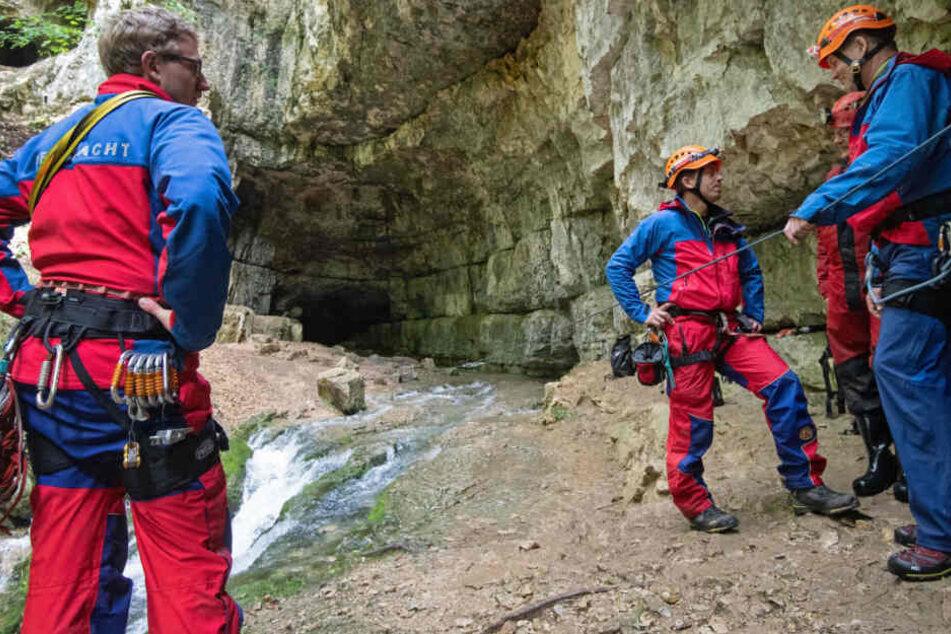 Rettung der zwei Männer aus der Frankensteiner Höhle.