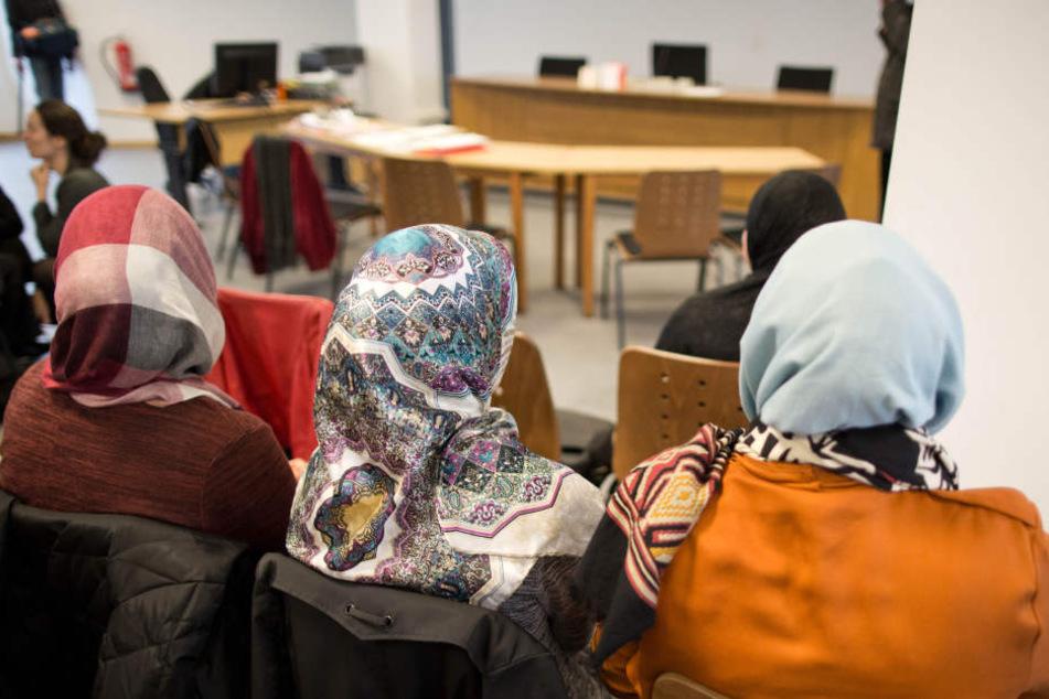 Die Frau war wegen ihres Kopftuches nicht als Lehrerin in Berlin eingestellt worden. Dafür bekomm sie jetzt Entschädigung.