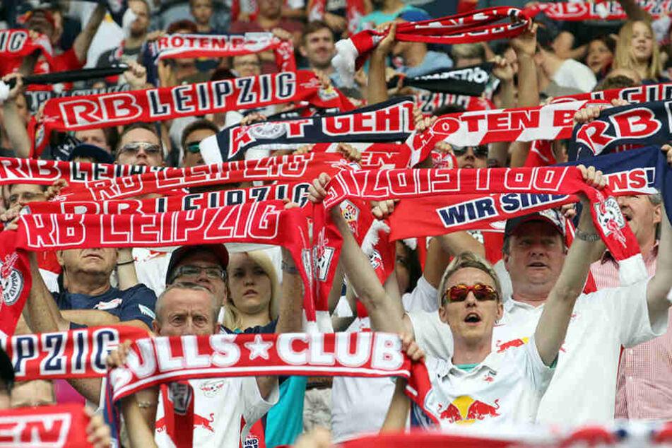 Ab 18.30 Uhr spielt RB Leipzig gegen Borussia Dortmund. Es ist das erste Bundesligaheimspiel in der Geschichte des Clubs.