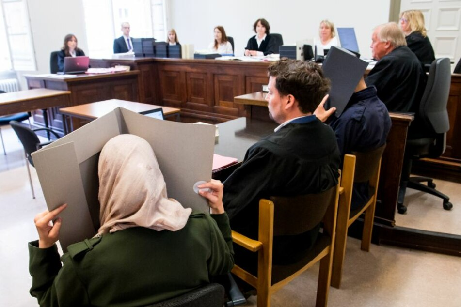 Die Eltern des Kindes sitzen auf der Anklagebank im Amtsgericht.