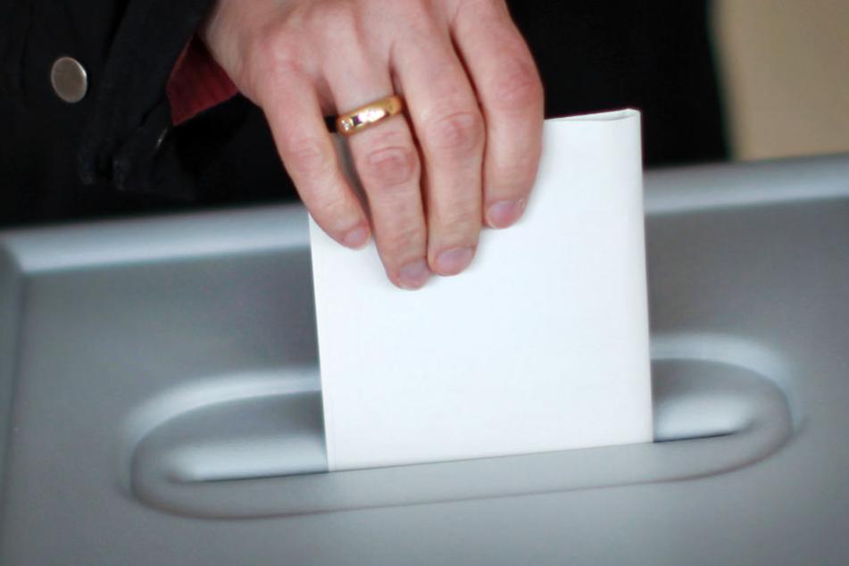 Der Sonntag an der Wahlurne bringt in Hessen viele Entscheidungen. (Symbolbild)