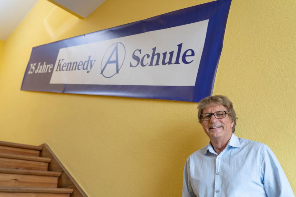 Joe Kennedy in seiner Schule.