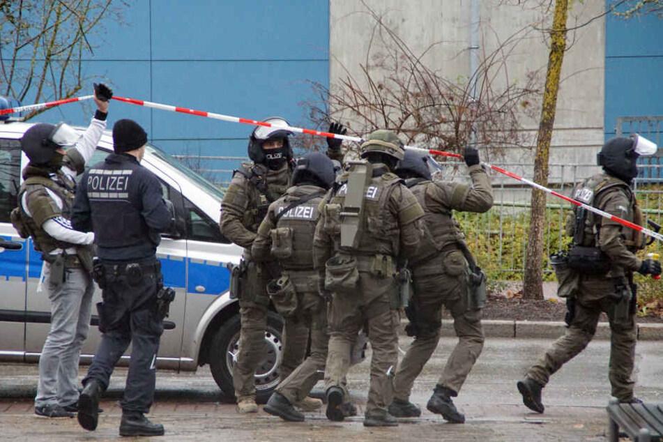 Amokalarm an Schulen Und Krankenhaus: Großaufgebot der Polizei im Einsatz