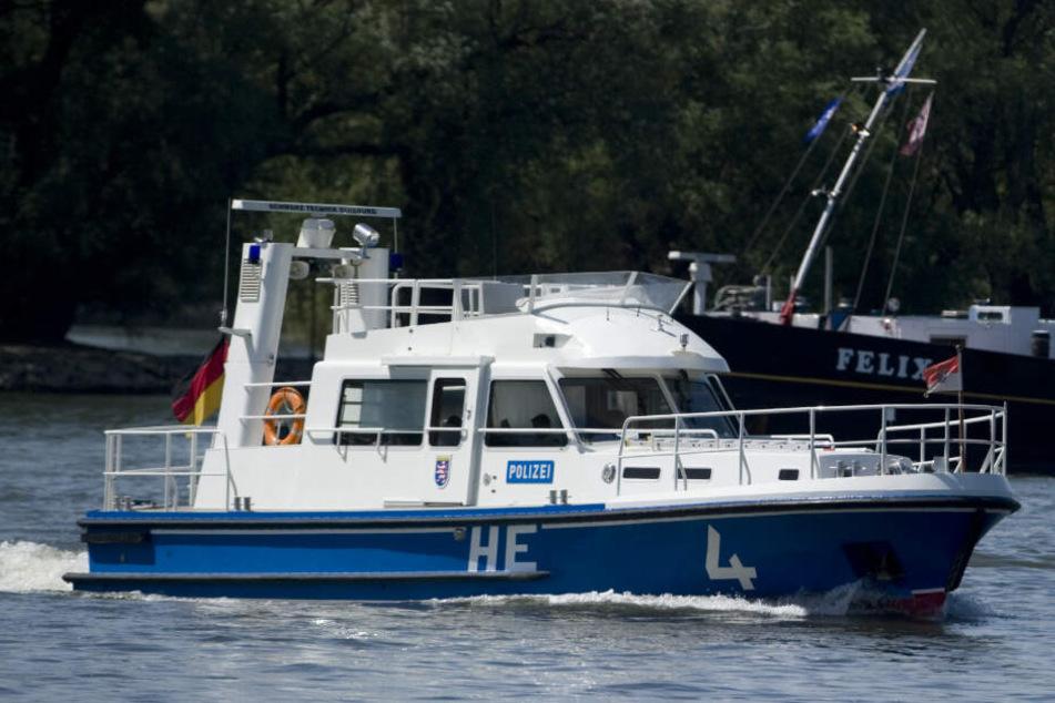 Bootsspritztour geht gehörig schief: Mann wird durch Frontscheibe geschleudert