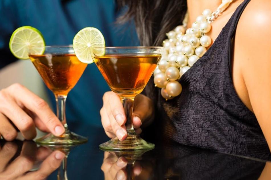 Was anfangs wie ein harmloser Flirt in einer Bar wirkte, entwickelte sich zu einer echten Bedrohung (Symbolbild).