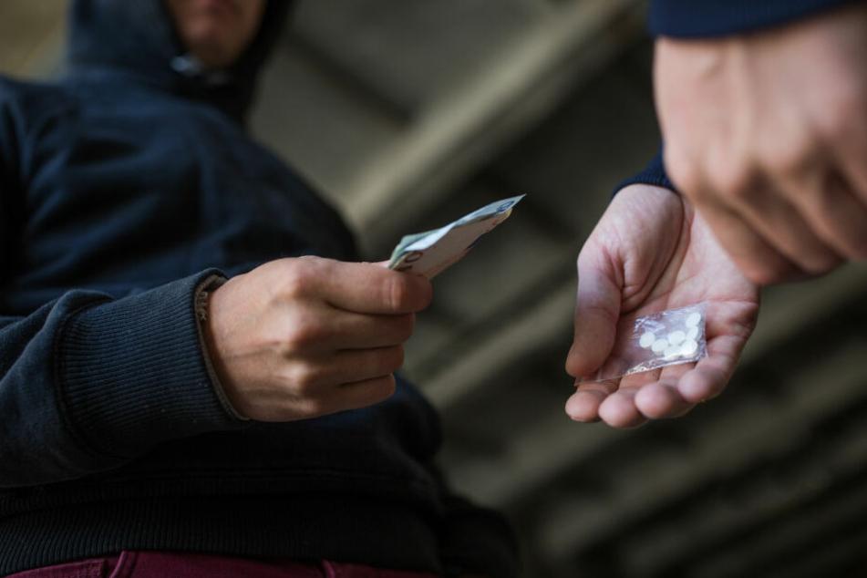 Zwei Drogenhändler geraten in Streit, dann wird es brutal