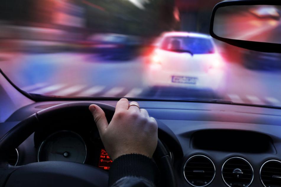Die niederländischen Polizisten schossen auf die Reifen des flüchtenden Wagens. (Symbolbild)