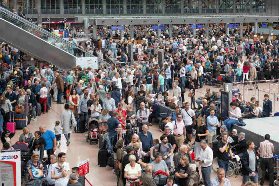 Vom Streik am Flughafen Hamburg werden alle Passagiere betroffen sein (Archivbild).